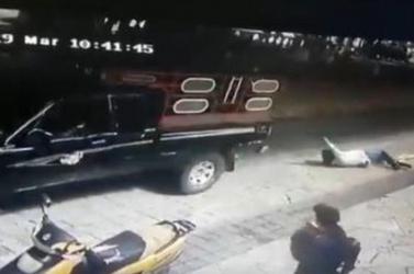 Teherautó mögé kötötték a polgármestert, mert nem teljesítette az ígéreteit