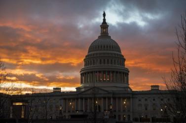 Az amerikai képviselőház illetékesei eljuttaták a szenátusnak a Trump elleni vádeljárás dokumentumát