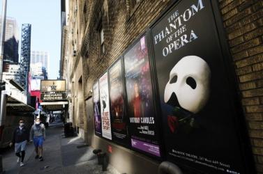 Áprilisban kezdenek óvatosan nyitni a Broadway színházai