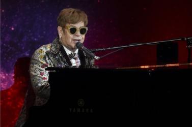Elton John idén mindenkit meghív virtuális Oscar-partijára