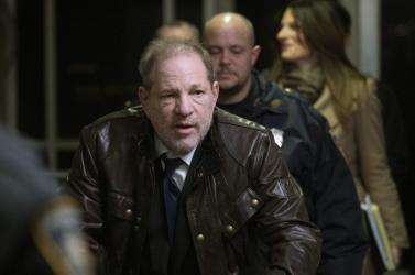 Megkezdődött a nemi erőszakkal vádolt Harvey Weinstein pere New Yorkban
