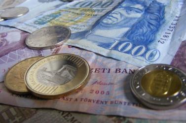 Még mindig 345 forint felett van egy euró