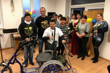 Meglepetésben részesült a nagymegyeri Hír Sándor - mozgássérültek számára alkalmas biciklit kapott