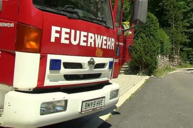 BORZALOM: Szlovákiai rendszámú autó ütközött vonattal Ausztriában, ketten meghaltak