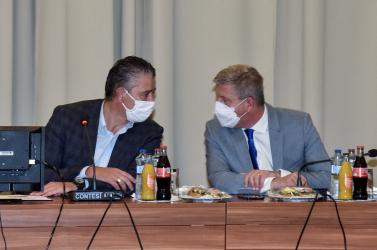 Súlyos támadásokat és fenyegetéseket kapnak az oltócsapatok tagjai és a járványügyi szakértők