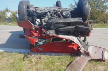 TRAGÉDIA: Diót szedni állt meg az idős házaspár, akinek kocsijába belehajtottak Komárom mellett