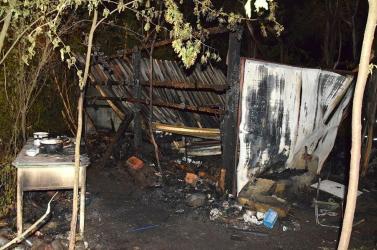 Tragikus tűzeset: két személy elevenen elégett a kunyhóban (FOTÓK)