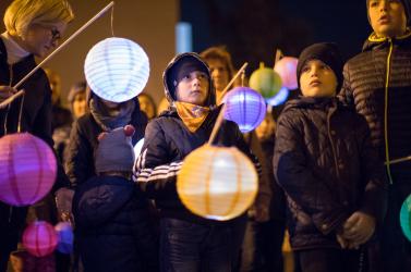 Lampionos felvonulással emlékeztek Dunaszerdahelyen az 56-os forradalom hőseire (FOTÓK)
