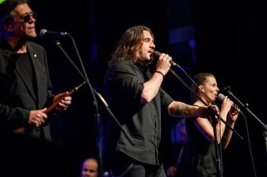 Dunaszerdahelyen koncertezett a Kormorán, közben bemutatták az MKP jelöltjeit