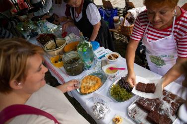 Hagyományos ételek kóstolója és családi programok szórakoztatták a lakosokat Nagymegyeren