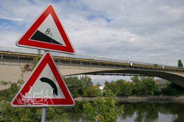 Megkezdték a komáromi Vág-híd megerősítését