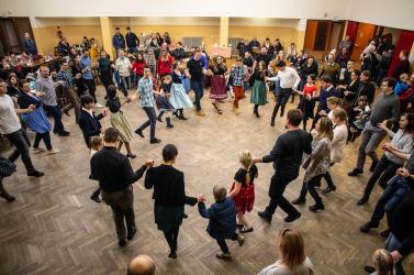 Itt a farsang, áll a bál! – egyházgellei farsangi táncház a Pósfával (VIDEÓ)