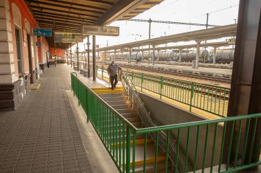 Mégsem szüntetik be a nyugdíjasok ingyenes vonatozását