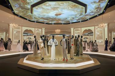 Rekordot döntött a Dior-divatházról szóló kiállítás