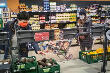 Nincs ok a halmozásra, elegendő élelmiszer és áru van az elosztóközpontok raktáraiban
