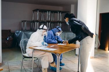 Hamarosan megszülethet a döntés, hogy a nem beoltottaknak kell-e majd fizetniük a tesztekért