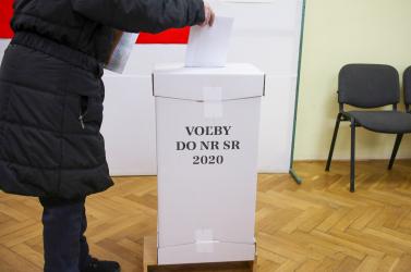 Parlamenti választások 2020: Soha ennyi szavazat nem végezte még a kukában