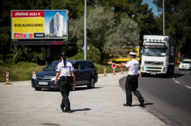 Véletlenszerűen ellenőriznek a rendőrök – mutatjuk, milyen a helyzet a közutakon