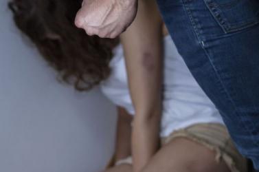Bottal verte feleségét és gyerekeit az agresszív férfi, az utolsó támadás során a várandós nő elveszítette babáját