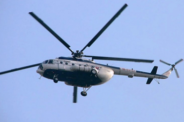 Vadászlámpa fényével zavarta a helikopterpilótákat egy férfi