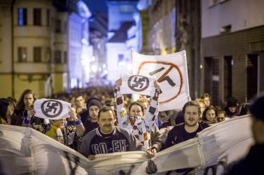 Közel ezren tüntettek Rimaszombatban Kotlebáék ellen