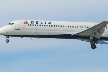 TRAGÉDIA: Szívrohamot kapott a repülőn és meghalt egy tízéves kislány