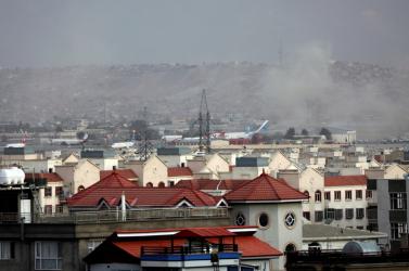 Terroristák robbantottak a kabuli reptérnél, amit a tálibok elítélnek, de szerintük a külföldi megszállók a felelősek