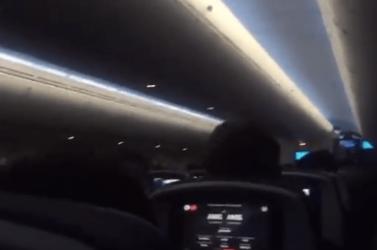 Horror leszállás a viharban: rémülten sikítozó és hányó utasok a leszállást ötször megpróbáló gépen! (VIDEÓ)