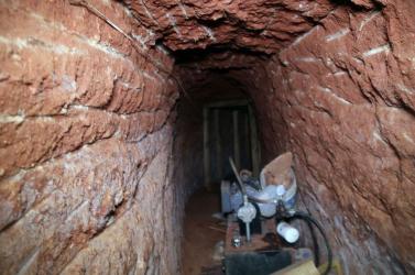 Mexikói love story: több utcányi alagutat ásott egy kőműves a szeretőjéhez, de egy nap a felszarvazott férj korábban ért haza...