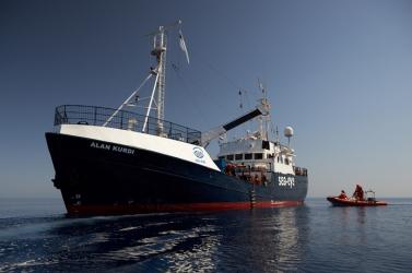 Partra szállhattak Máltán a német civilek által a tengerből kimentett bevándorlók