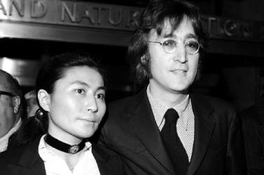 Kiállítás nyílt Liverpoolban John Lennon és Yoko Ono életéről