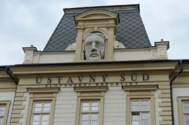Felfüggesztette az Alkotmánybíróság a törvénymódosítást, mellyel Matovičék el akarták kerülni a tömeges kártérítést!