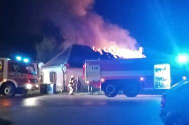 Leégett egy ház egyik fele Alsószeliben