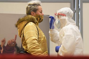 Megjelent az EU-ban a koronavírus egy olyan variánsa, amelyet a PCR-teszt nem mutat ki