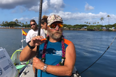 Több mint 4 ezer kilométert evezett állva egy férfi a Csendes-óceánon (VIDEÓ)