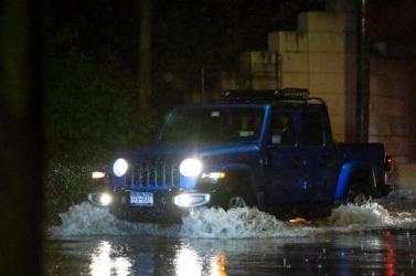 New Yorkban rendkívüli állapotot hirdettek a szokatlanul heves esőzések miatt