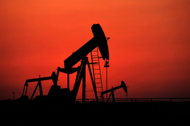 Másfél éves csúcsra emelkedett a kőolaj ára