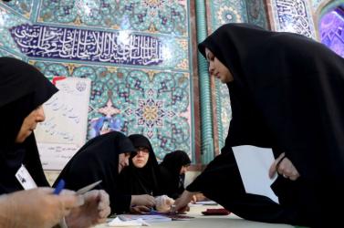 A Forradalmi Gárda jelöltjei vezetnek az iráni parlamenti választáson