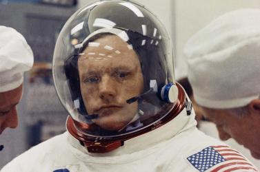 Hatmillió dollárt fizettek Neil Armstrong családjának, hogy hallgassanak az űrhajós halálának körülményeiről