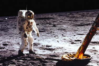 Páratlan felvételeket tartalmazó dokumentumfilm mutatja be az Apolló-11 misszióját
