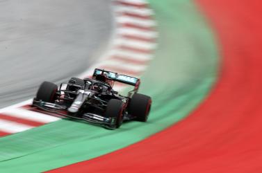 Hiába panaszkodott a Red Bull, a FIA a Mercedes pártjára állt