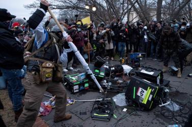 Összetörték az AP hírügynökség felszerelését a Capitoliumnál tüntetők (VIDEÓ)
