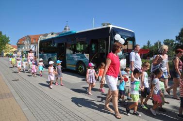 Ingyen buszozhatnak az iskolába a párkányi diákok