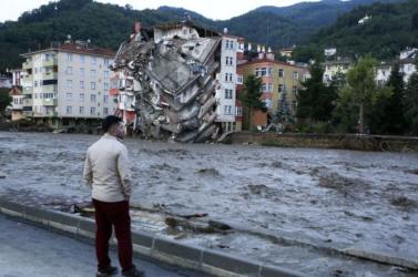 Tovább nőtt a törökországi áradások halálos áldozatainak száma