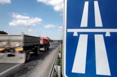 Két teherkocsi ütközött Győrnél, az egyik sérült beszorult a járműbe