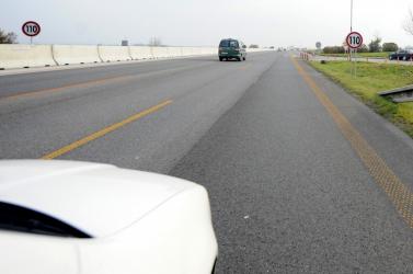 Forgalommal szemben hajtott egy idős nő a D2-es autópályán