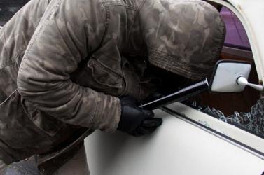Kifosztott egy autót a tolvaj, a DNS-mintája buktatta le