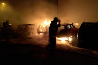 Három autó lángolt az éjszaka Galántán