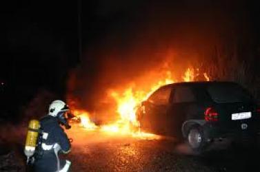 Autókat gyújtottak fel a tizenéves ficsúrok