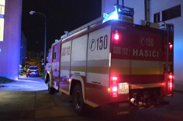 Járőrkocsi égett a dunaszerdahelyi rendőrőrs udvarán